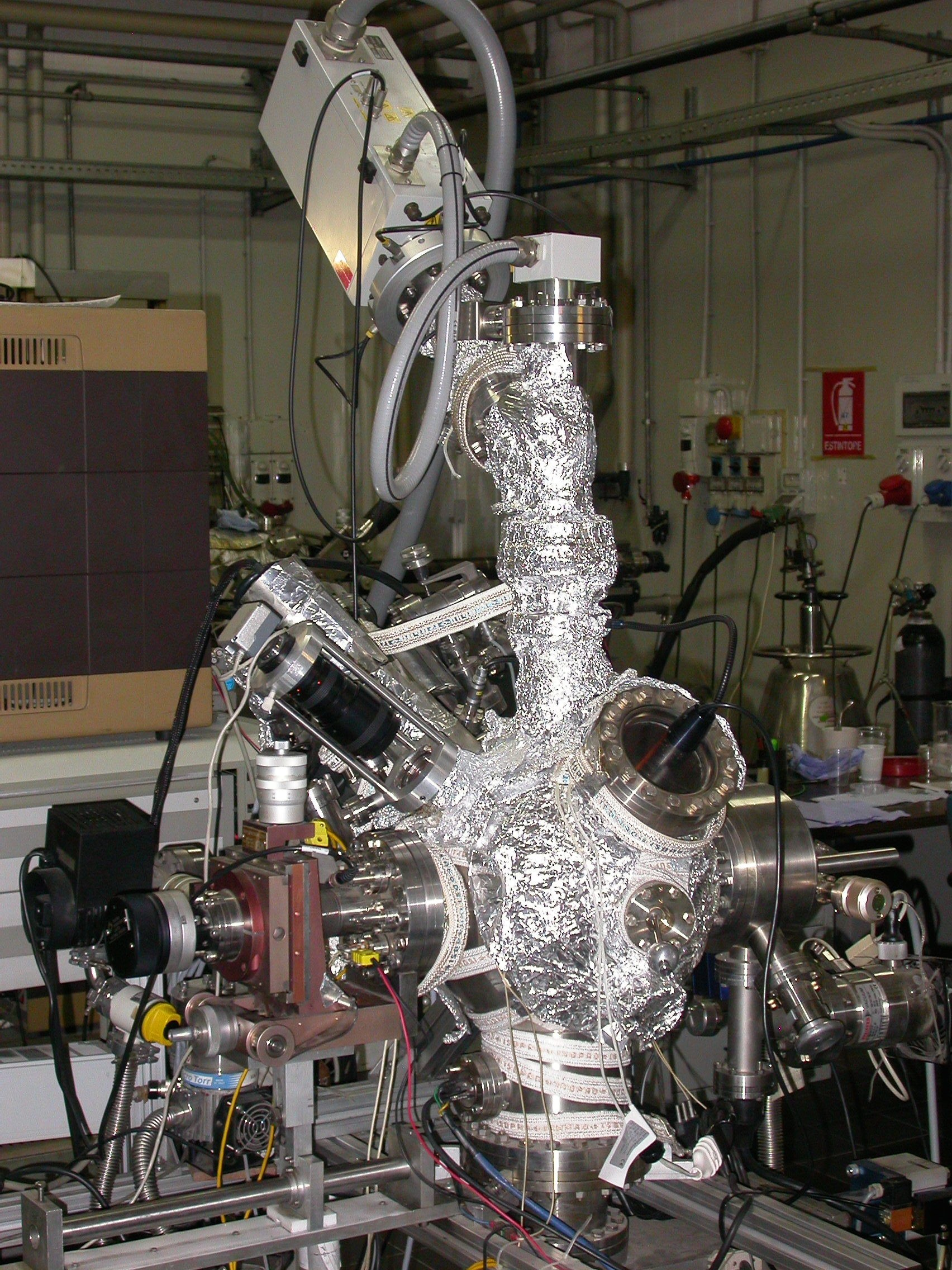 AP0913_EQS_Secondary Ion Mass Spectrometer during vacuum baking